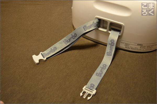 バンボマルチシートは高さ調節もできるし、椅子に固定するベルトもついてる