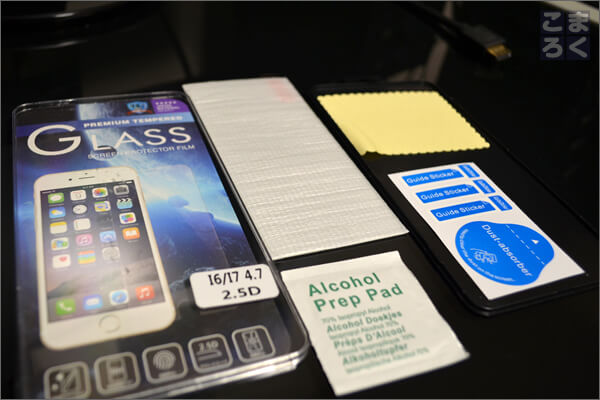 iPhone7のガラスフィルムの同梱物の写真