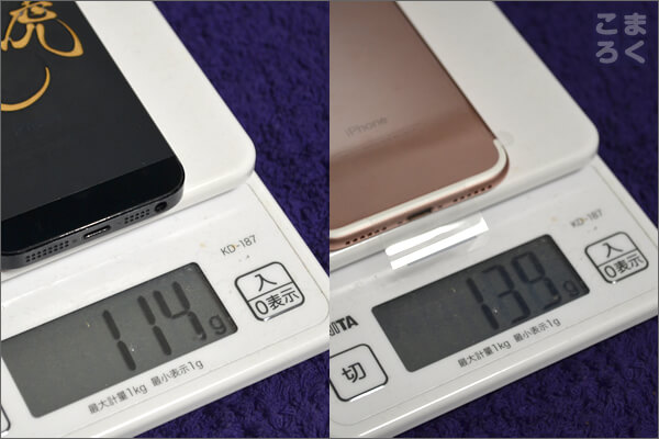 iPhone7とiPhone5の重さを比較した写真