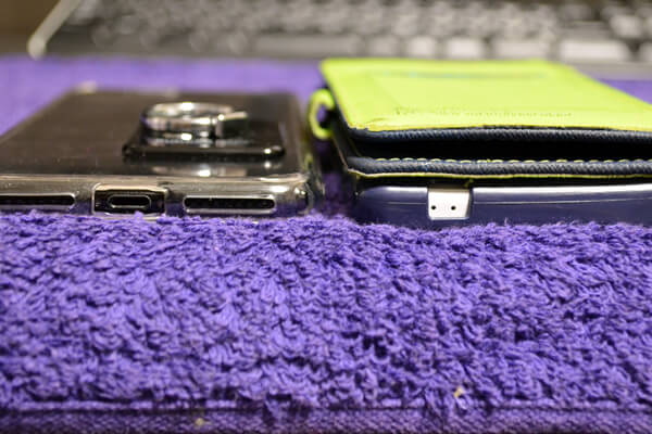 XperiaZ2とiPhone7Plusの厚みを比較