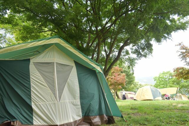キャンプ用のテントの写真