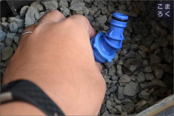 立水栓に水道の延長ホースを接続するための部品を設置
