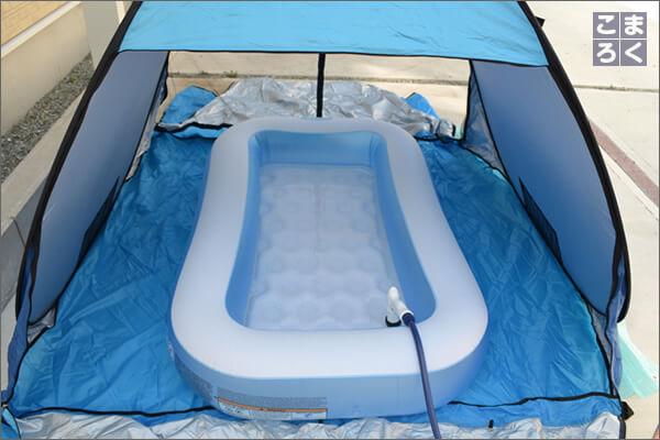 家庭用プールに水を入れる